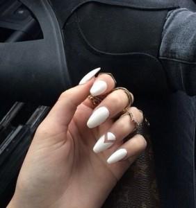 Białe paznokcie - manicure nie tylko na ślub. 20 modnych