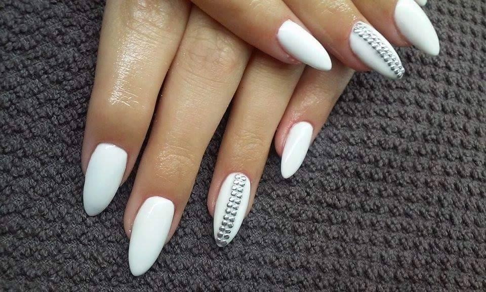 Białe paznokcie - 15 modnych stylizacji na Paznokcie