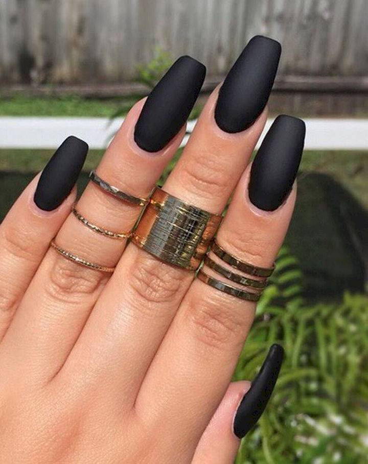 22-black-nail-designs-that-range-from-elegant-to-edgy-16